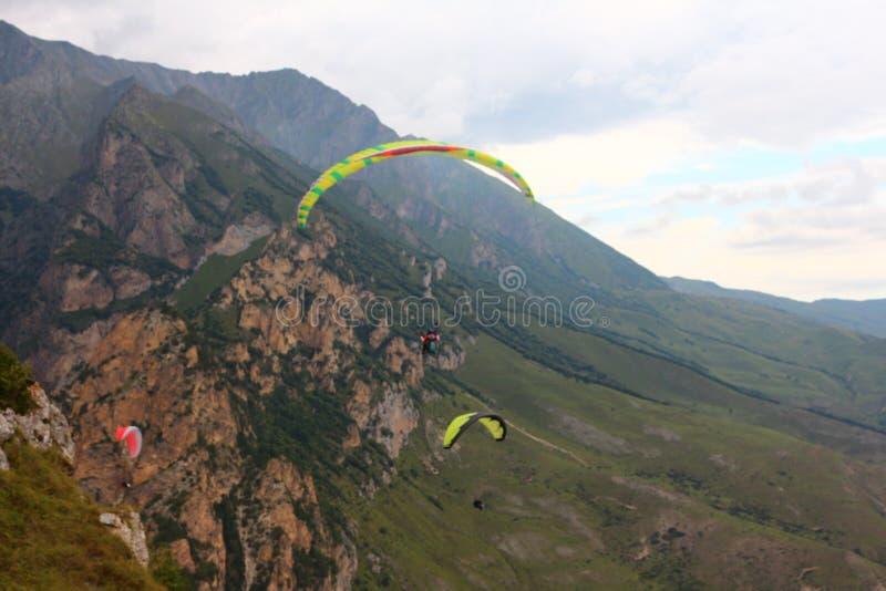 Ryssland Kabardino-Barkar republik Chegem paradrome var drömmar kommer riktigt, flyg över jorden!!! royaltyfri foto