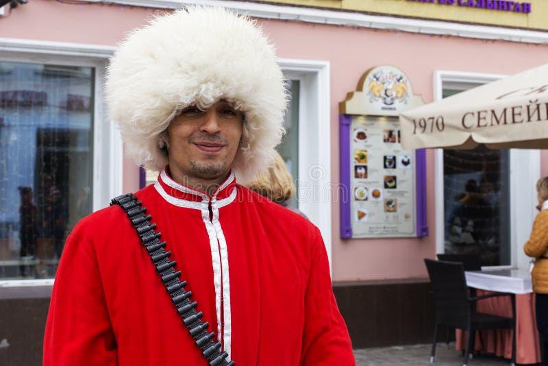 Ryssland Kazan, kan 1, 2018, en man i en kosackdräkt, ledare royaltyfria bilder