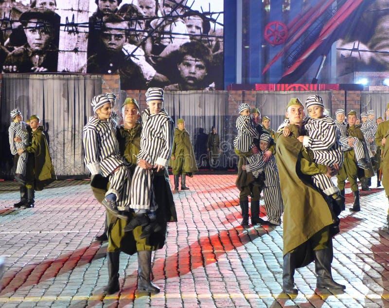 Ryssland markerar den 70th årsdagen av anti--fascisten som segern med tusen dollar ståtar royaltyfri foto