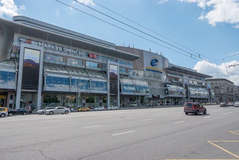 RYSSLAND MOSKVA, JUNI 7, 2017: Evropeyskiy shoppinggalleria arkivfoton