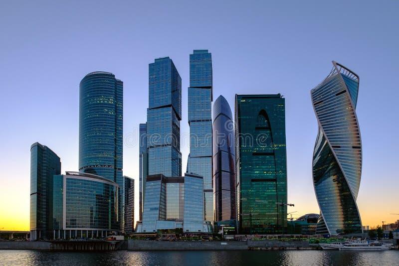 Ryssland Moskva 25/05/18 - landskap med aftonsikt på internationell affärsmitt för Moskva royaltyfria foton
