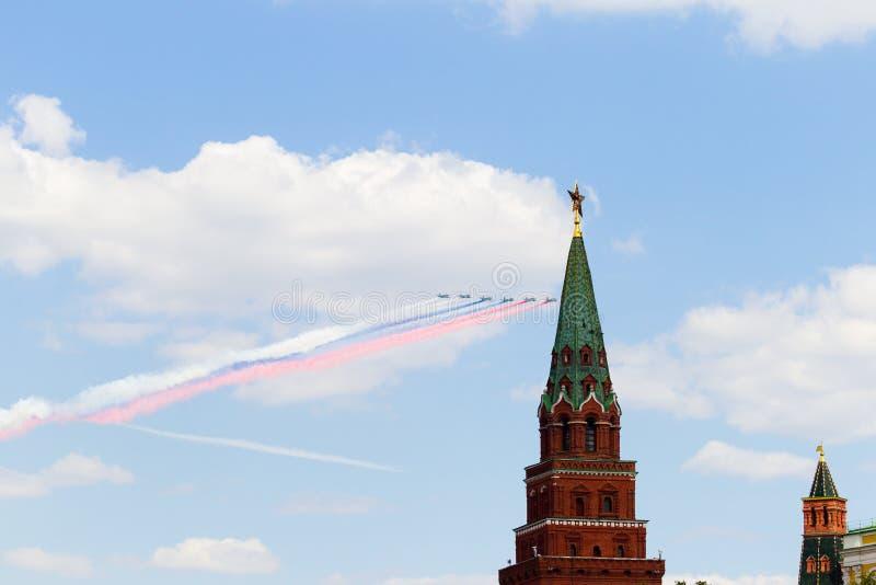 Ryssland Moskva, Maj 7, 2016 - repetition av ståta på röda Squ arkivbilder
