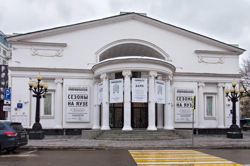 RYSSLAND MOSKVA - NOVEMBER 08, 2016: Sovremennik för berömd Moskva modern teater i höst arkivbild