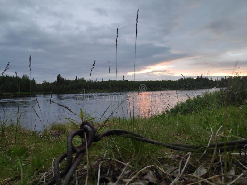 Ryssland Murmansk region, norra polcirkeln, Karelia, den Tumcha floden fotografering för bildbyråer