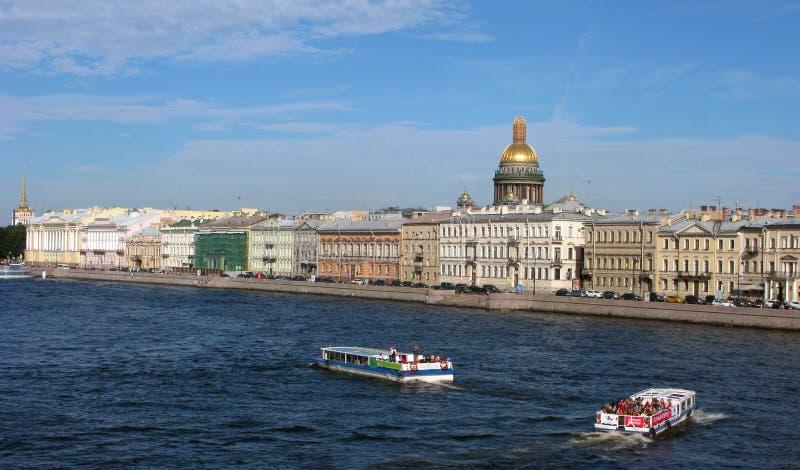 Ryssland Panorama av St Petersburg arkivbild