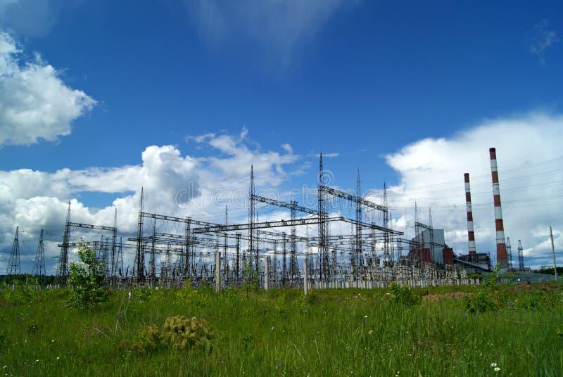 RYSSLAND PERMANENT - JUNI 12, 2015: Elektrisk avdelningskontor arkivfoton