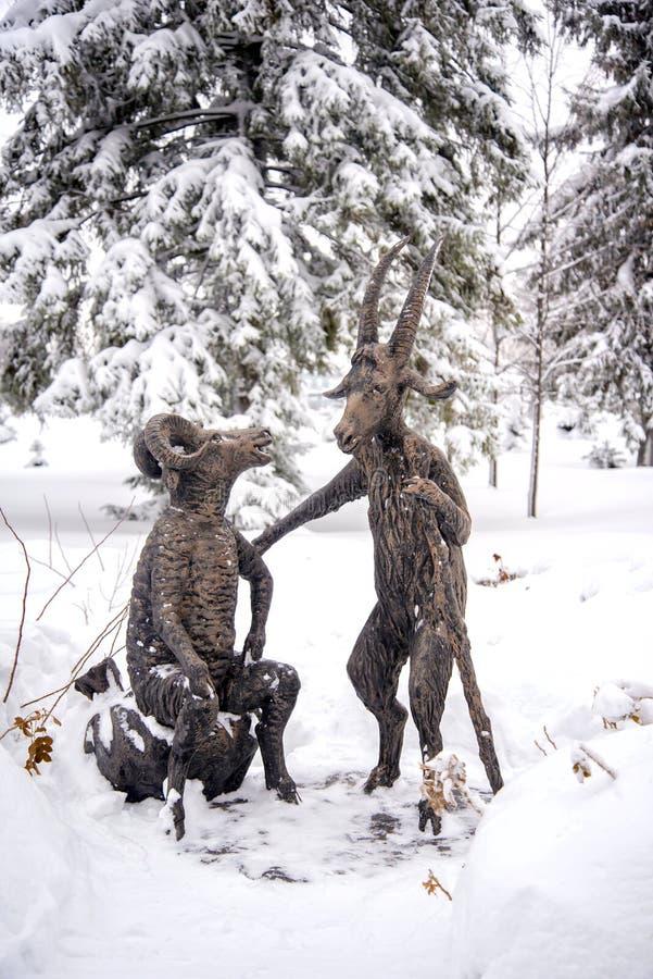 Ryssland republik av Tatarstan, en kyrlay by av Yana, Januari 6, 2017: skulpturen av teckenen av sagor Gabdulla arkivbilder