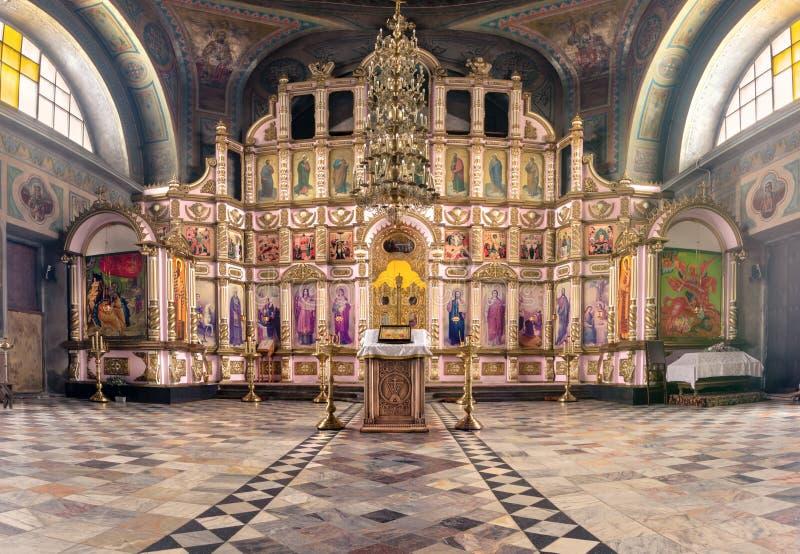 Ryssland Ryazan 1 Februari 2019 - inre av den ortodoxa kyrkan, altare, iconostasis, i naturligt ljus arkivbilder