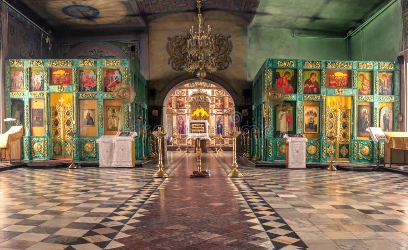 Ryssland Ryazan 1 Februari 2019 - inre av den ortodoxa kyrkan, altare, iconostasis, i naturligt ljus fotografering för bildbyråer