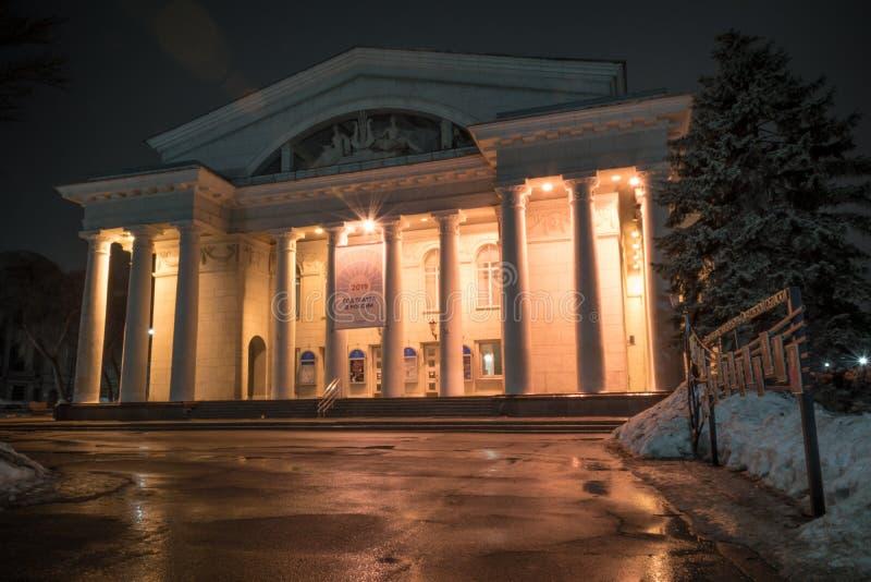 Ryssland Saratov - mars 9, 2019: Saratov akademisk opera- och balettteater - opera- och balettteater royaltyfria foton