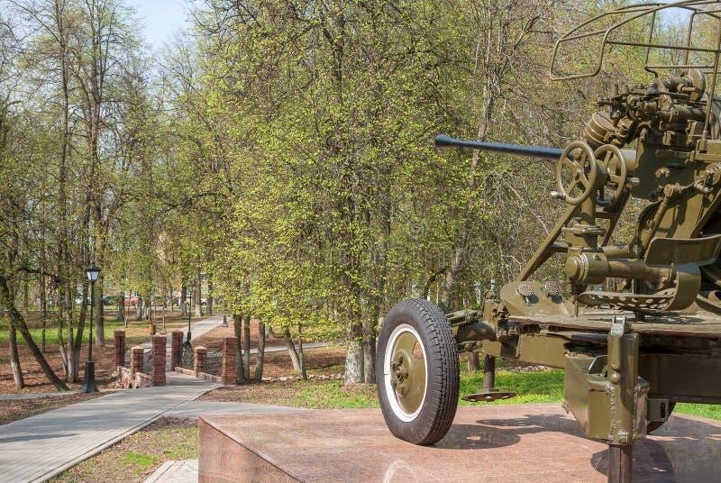 Ryssland Sikten av säterit parkerar från sockel av detflygplan för mm 37 vapnet - del av minnes- komplex Victory Weapon ', fotografering för bildbyråer