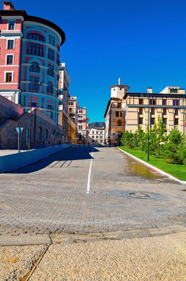 Ryssland Sochi-Oktober 11 2017-Apartments Gorki-Gorod i den röda gläntan arkivfoton