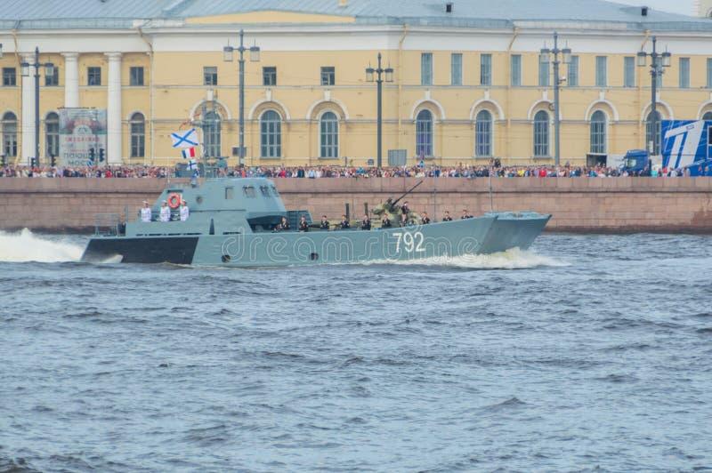 Ryssland St Petersburg, Juli 30, 2017 - dagen ståtar av marinen royaltyfria foton
