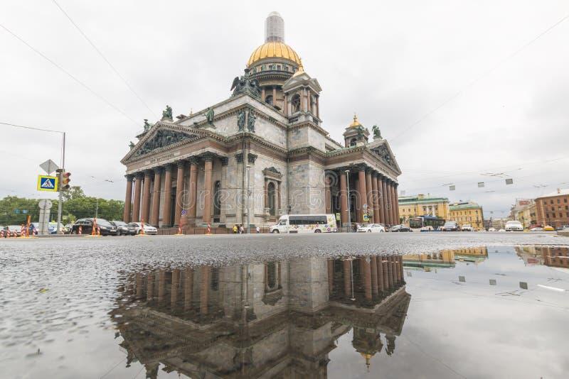 Ryssland St Petersburg, 12, Juli, 2017: Domkyrka för St Isaacs fotografering för bildbyråer