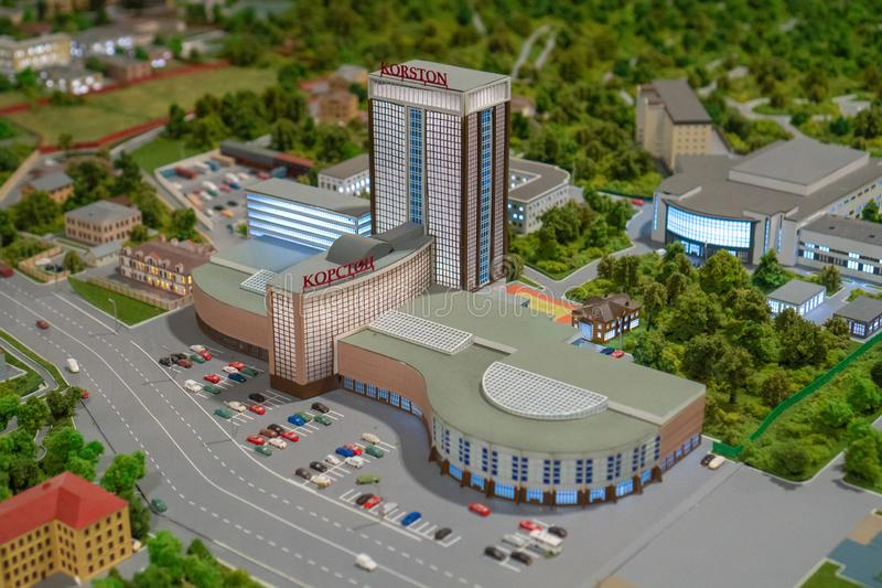 Ryssland Tatarstan, April 21, 2019 En liten modell av hotellet Korston i Kazan royaltyfri bild