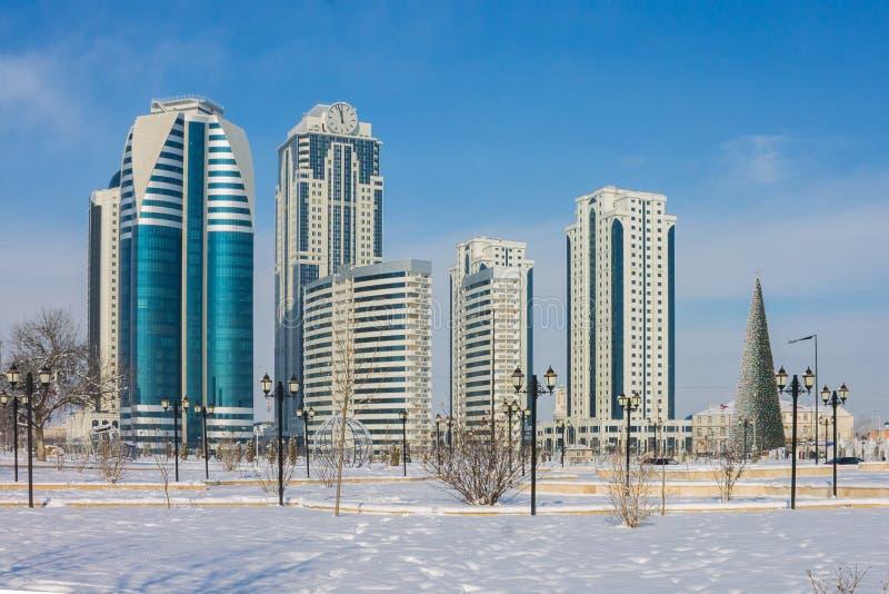 RYSSLAND Tjetjenien, Grozniy - Januari 5, 2016: Grozny-stad höghus, Chechen republik royaltyfri fotografi