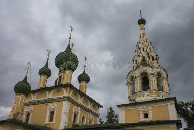 Ryssland Uglich, Juni 27, 2015: Kyrka av Kristi födelsen av John The Baptist i Uglich guldcirkel russia arkivfoton
