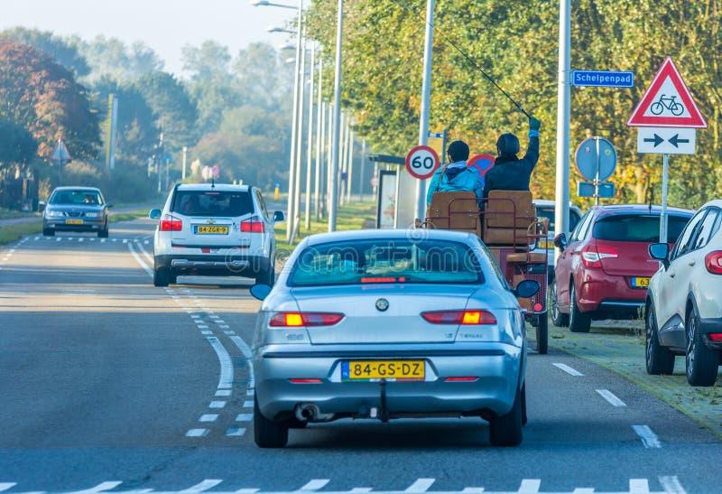 Rysujący powozik na ruchliwie drodze zdjęcie royalty free