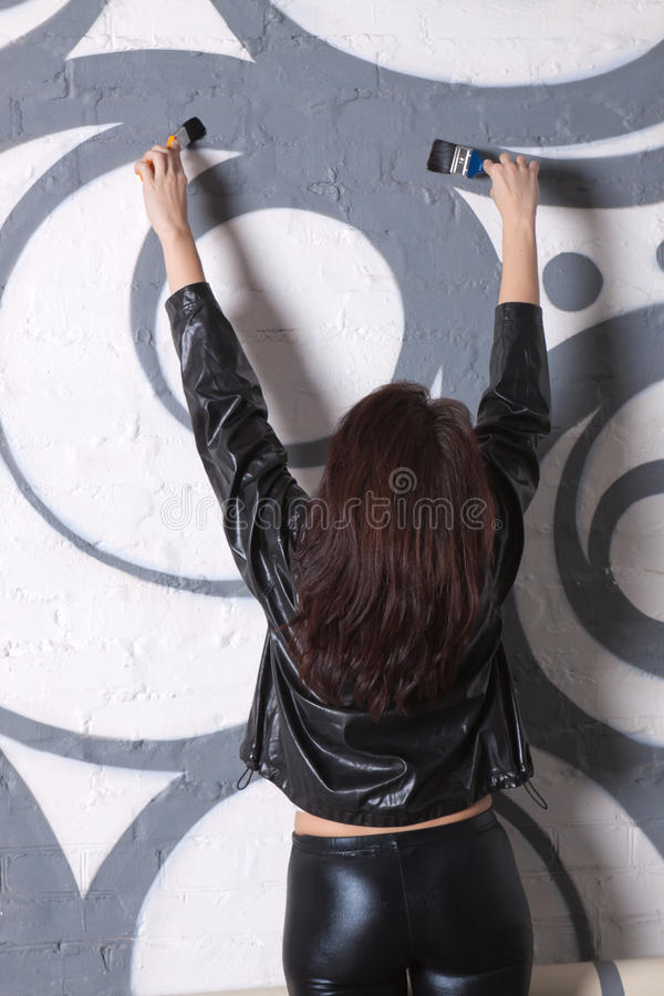 rysuje graffiti kobiety fotografia royalty free