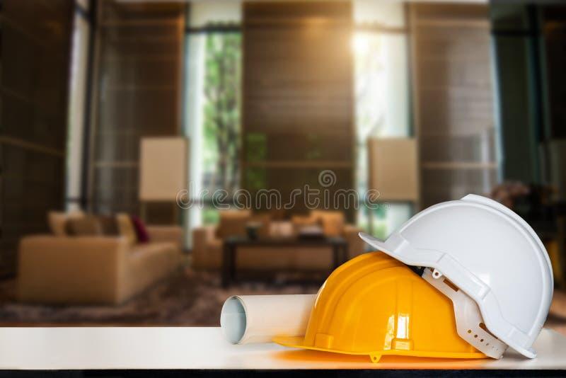 Rysunki dla budowa? i he?m na bielu stole zdjęcia stock