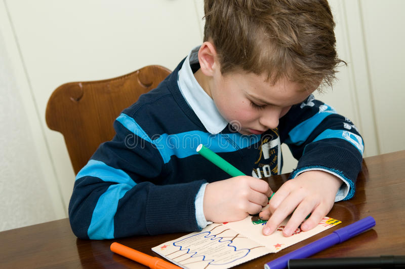 rysunkowy chłopiec writing zdjęcia royalty free