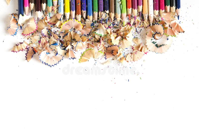 Rysunkowych narzędzi tło Udział kolorowa ołówek rama z trociny i golenia na bielu zdjęcie stock