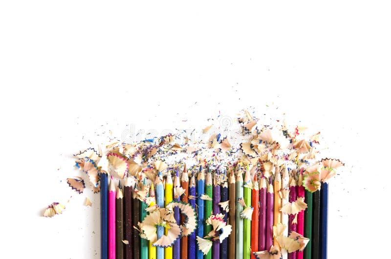 Rysunkowych narzędzi tło Udział kolorowa ołówek rama z trociny i golenia na bielu obraz stock