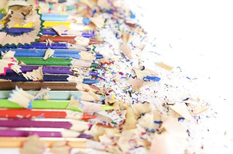 Rysunkowych narzędzi tło Udział kolorowa ołówek rama z trociny i golenia na bielu fotografia royalty free