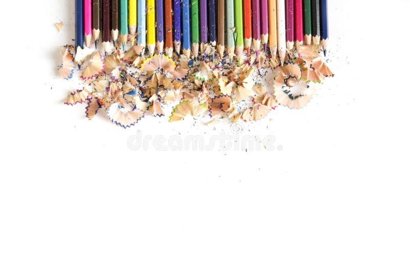 Rysunkowych narzędzi tło Udział kolorowa ołówek rama z trociny i golenia na bielu, kopii przestrzeń, zdjęcie royalty free