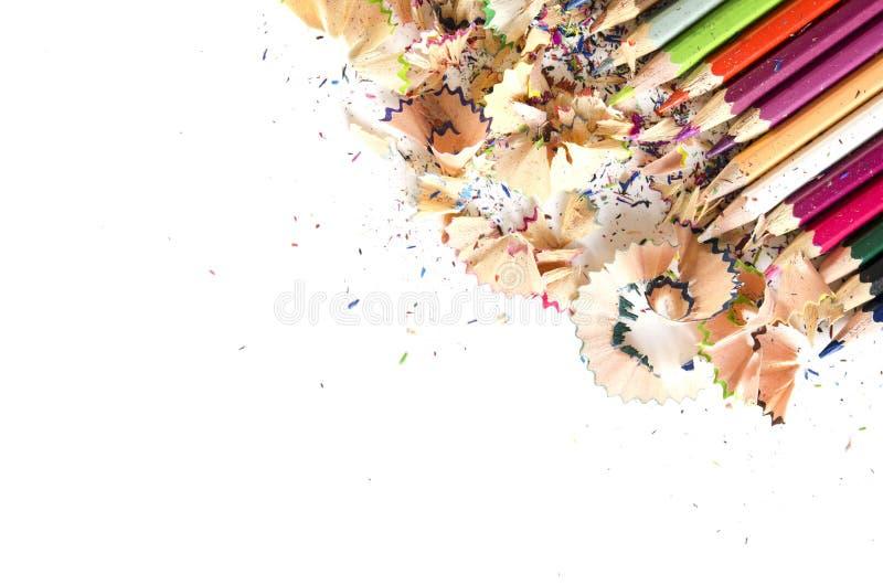 Rysunkowych narzędzi tło Udział kolorowa ołówek rama z trociny i golenia na bielu, kopii przestrzeń zdjęcie stock