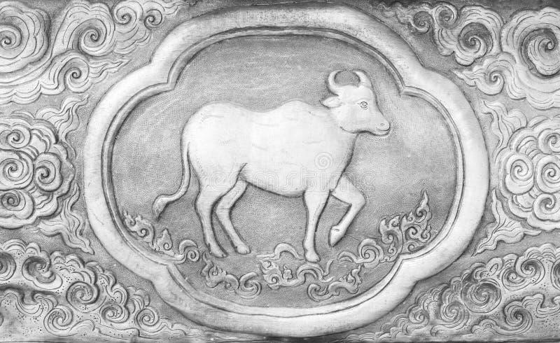 Rytownictwo srebna wartość, zodiaka tajlandzki tradycyjny symbol, krowa obrazy royalty free