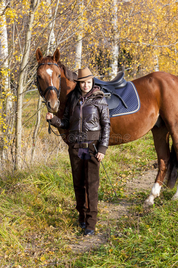 Ryttare med hennes häst royaltyfri foto