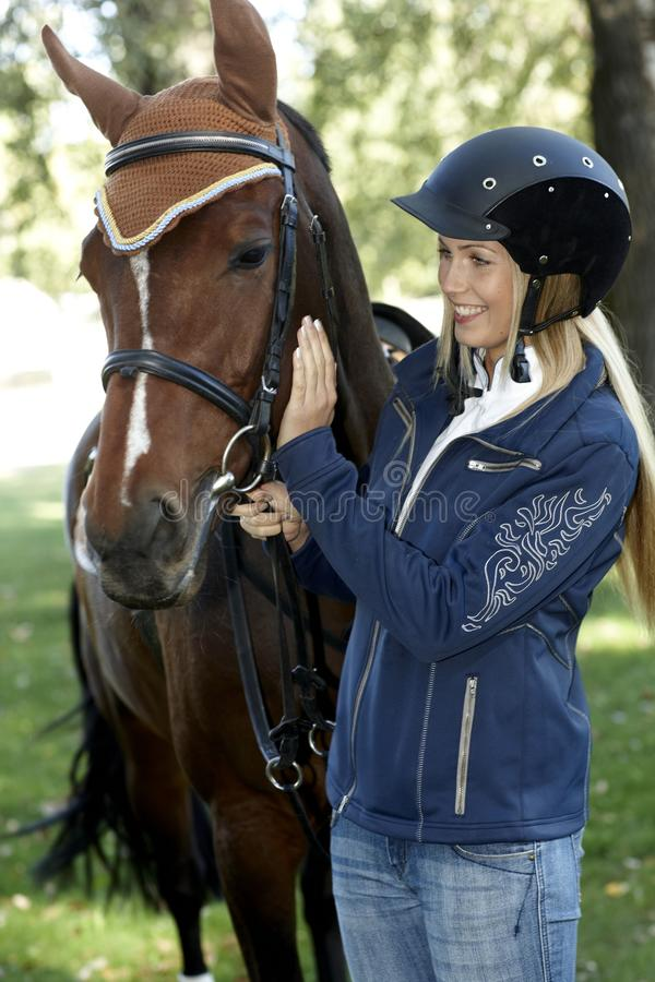 Ryttare och häst fotografering för bildbyråer