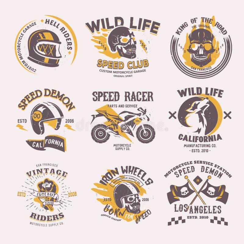 Ryttaren för cyklistlogovektorn på motorcykel- eller cykel- och hastighetsmotorcyklistracerbil på logotyp bilar att springa för e stock illustrationer