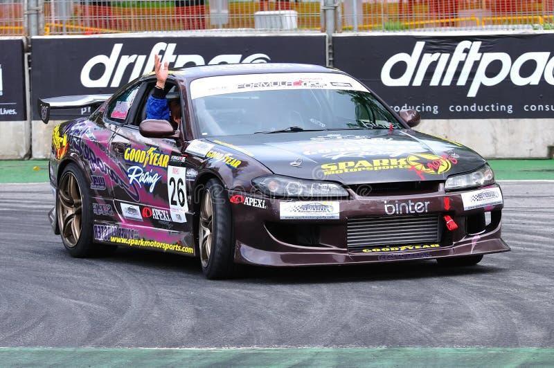Ryuji Miki que desfila su coche en la desviación 2010 de la fórmula foto de archivo