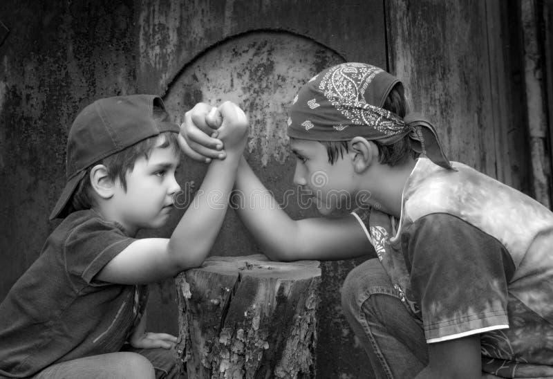 Rywalizacja chłopiec zdjęcie royalty free