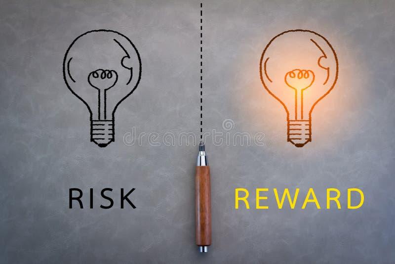 Ryzyka i nagrody słowo obraz stock
