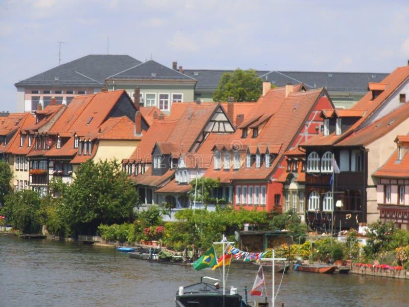 Rząd domy na brzeg rzekim w Bamberg obrazy stock