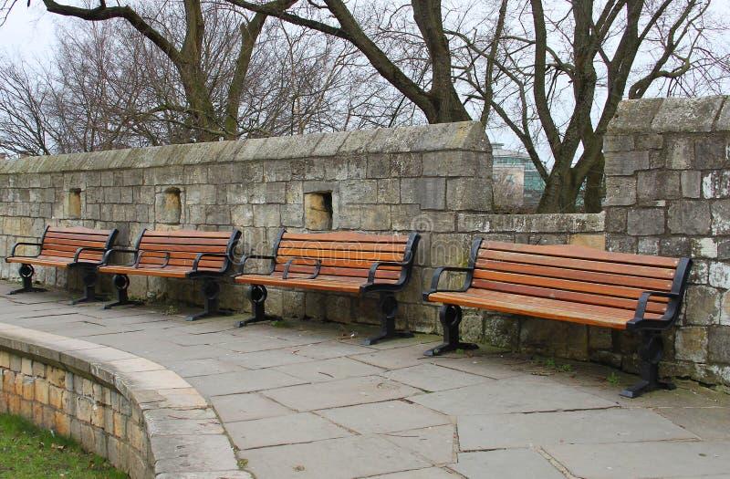 Rząd drewniani siedzenia fotografia royalty free