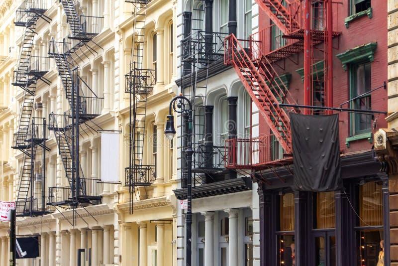 Rząd kolorowi starzy budynki w SoHo Miasto Nowy Jork fotografia stock