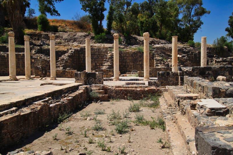 Rząd kolumny w antycznych ruinach Beit Ona ` obraz stock