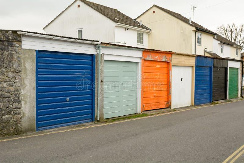 Rząd malujący garaży drzwi zdjęcia stock