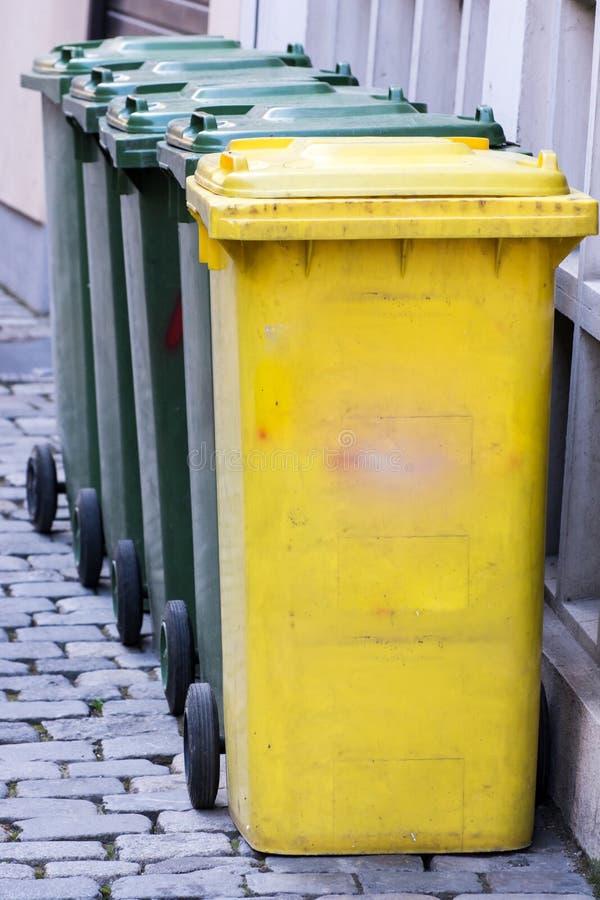 rząd na śmieci obrazy stock
