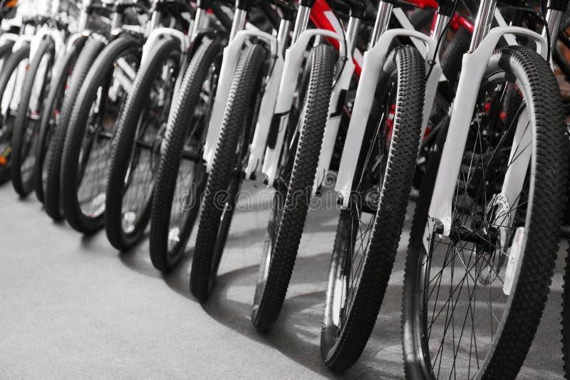 Rząd nowi bicykle obrazy stock