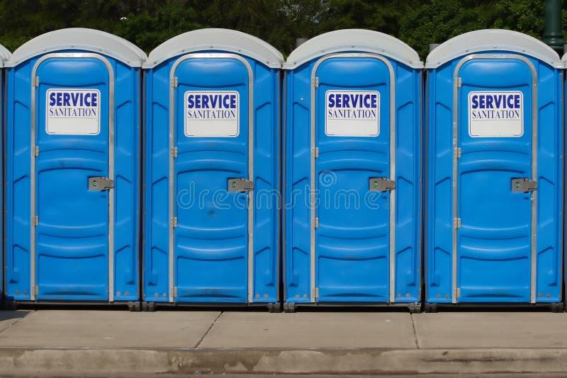 rząd toalety przenośne zdjęcie stock