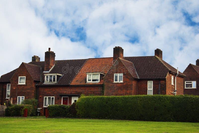 Rząd tradycyjny, klasyki tarasujący domy Recidential budynki, niebieskie niebo fotografia stock