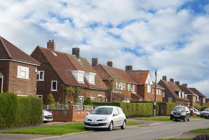 Rząd tradycyjny, klasyki tarasujący domy Recidential budynki, niebieskie niebo obrazy royalty free