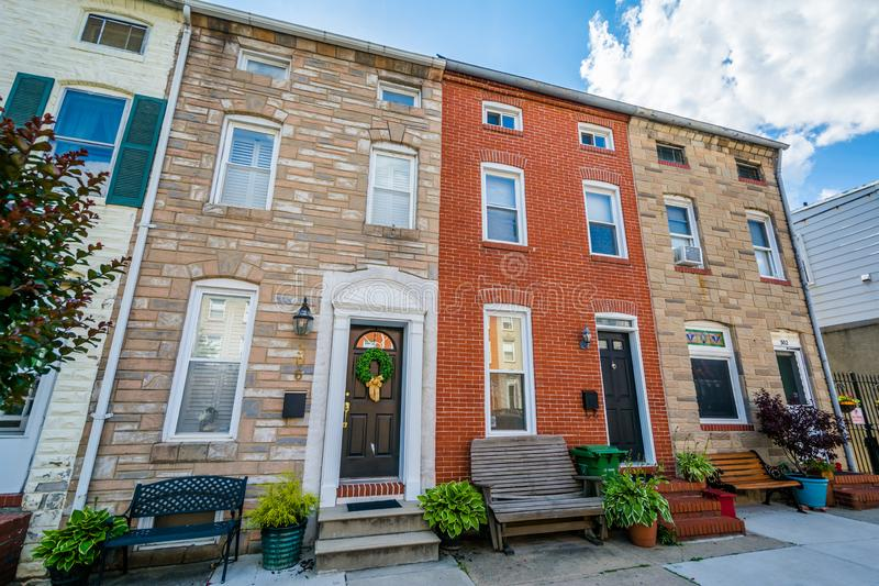 Rzędów domy wzdłuż Chester ulicy w wierzchu, Powalać punkt, Baltimore, Maryland zdjęcia royalty free