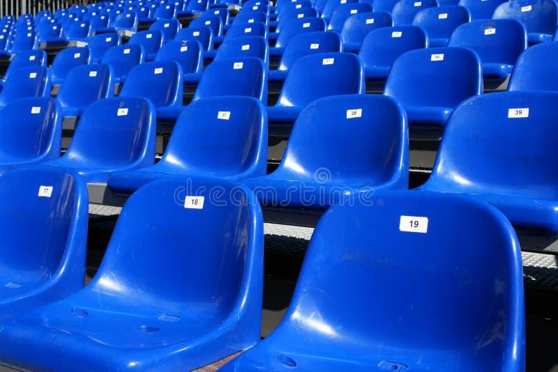 Błękitów siedzenia Na stadium obraz stock