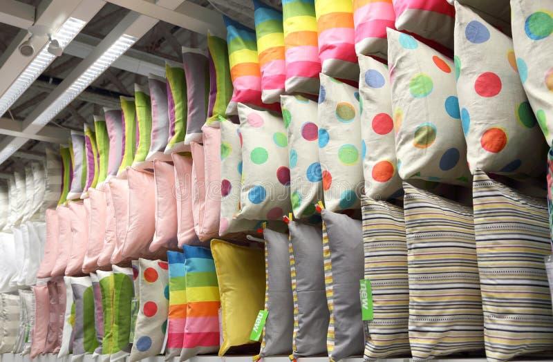 Rzędy dekoracyjne poduszki zdjęcie royalty free